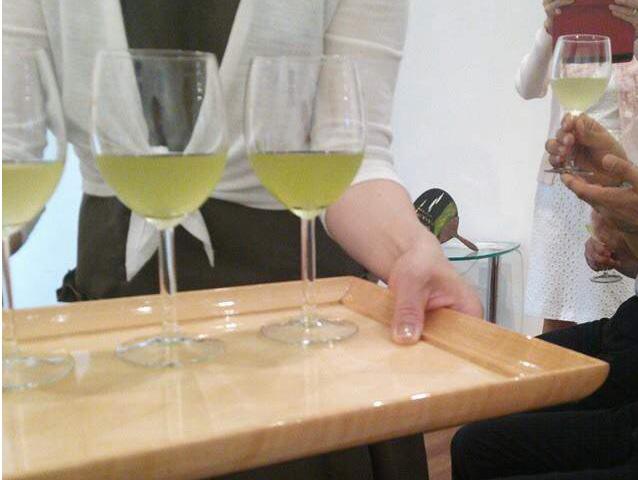 葡萄の緑茶 ワイングラスイメージ